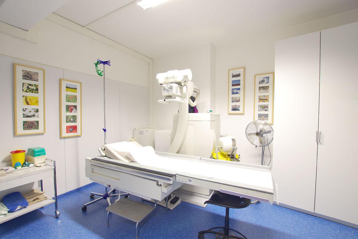 Untersuchungsraum mit Röntgengerät